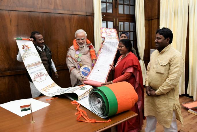 PM Narendra Modi and Artist Narayan Singh