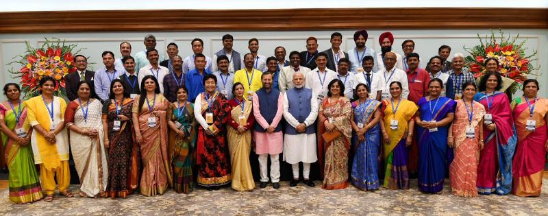 Pm narendra modi ne National Teachers Award winners se ki baat